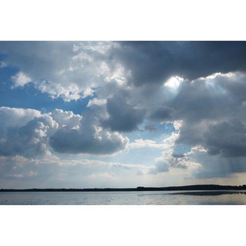 Wolken über dem See